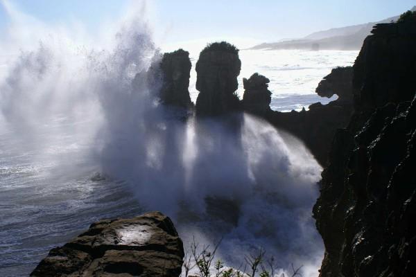 Pancake_Rocks_Punakaiki_New_Zealand_Waves_Crashing