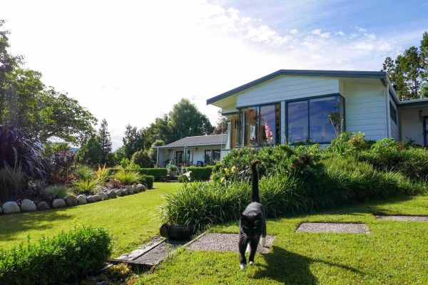 Garden Retreat On The West Coast Of New Zealand